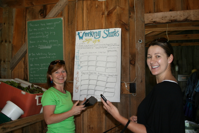 CSA members Tessa Kuipers and Lisa Fehr - Signing up Working Share