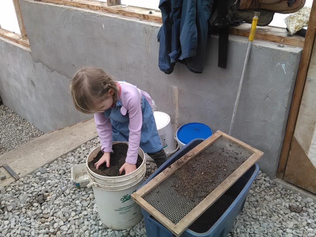 Della Sifting Potting Soil